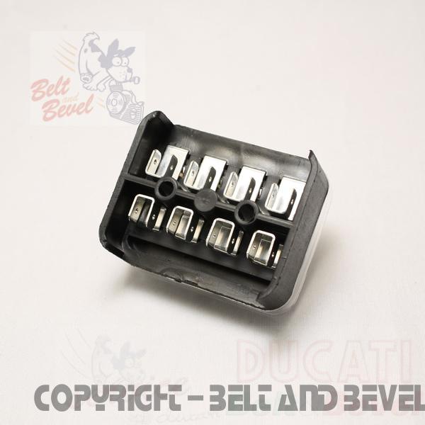 4 way fuse box, 16 terminals